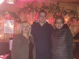 Organisator Alexander Wenzl (Mitte) mit Sabina Mandlinger und Christine